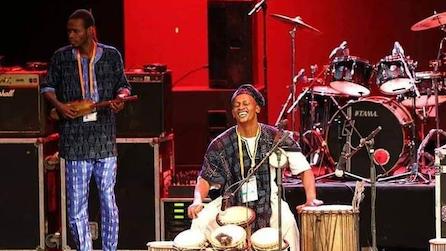Positive Mix i parken, samskapande och konsert med Cheicknè & 5Tamani